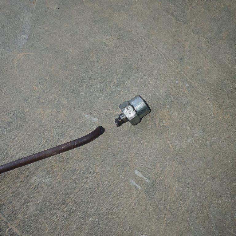 Komatsu pc750-6 bị đứt ống cao áp nhiên liệu liên tục.