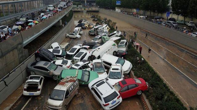 TQ bị ngập lụt khiến quá trời xe bị thủy kích, phải nói đến cả ngàn xe hư