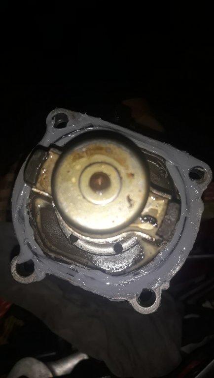 các cụ cho e hỏi ,cái cục điện giắc 2 dây gắn trên van hằng nhiệt xe colorado là cục gì zậy
