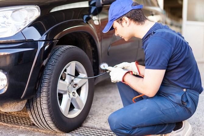 kiểm tra áp suất lốp xe 1.jpg