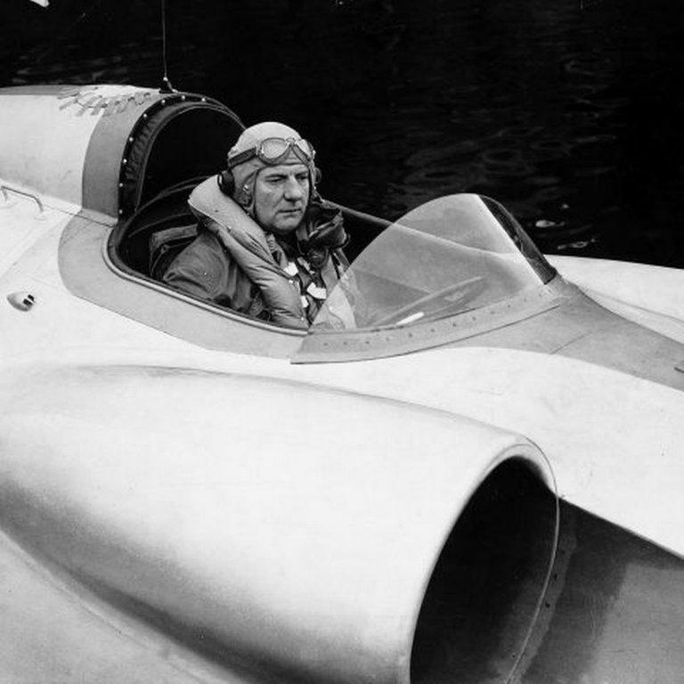 thunderbolt-vs-reid-railton-cham-dut-pha-ky-luc-toc-do-xe-tu-nam-1939 (1).jpg